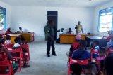 Babinsa Sarmi sosialisasikan bahaya minuman keras di Kampung Betaf