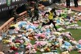 Puluhan ribu bonek-bonita aksi
