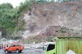 Tebing longsor di kawasan penambangan Gunung Merapi