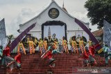Sanggar Padepokan Seni Budaya Rengganis mementaskan tari kolosal kerajaan Galuh pada pagelaran budaya
