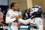 Lewis Hamilton juarai GP Bahrain setelah Leclerc alami kendala mesin