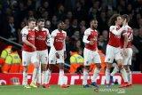 Arsenal merangsek ke tiga besar
