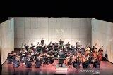 Menikmati musik klasik dalam suasana santai