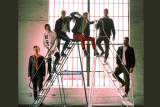 Penampilan Chainsmokers dan 5SOS dalam video 'Who Do You Love'