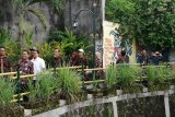 Yogyakarta memamerkan Gandeng Gendong dan JSS ke tim Bappenas