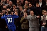 Dua gol Hazard antar Chelsea ke posisi ketiga