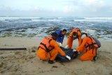Wisnu terseret ombak ditemukan tewas di Pantai Karang Papak