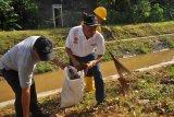 Bupati Sleman terjun langsung bersih-bersih Selokan Mataram