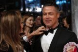 Brad Pitt-Angelina Jolie resmi menyandang status lajang