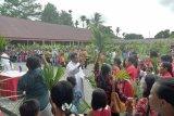 Umat Katolik Timika gelar perarakan daun palma terkait Paskah