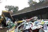 Penurunan alat peraga kampanye di Yogyakarta dikebut siang-malam