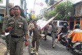 Masa tenang Gakumdu Bengkalis jaring mobil bawa alat peraga kampanye