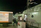 Kapal perang mendistribusi logistik Pemilu ke pulau terluar NTT
