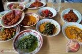 Hindari makan berlebihan saat berbuka puasa