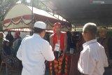 Tarik pemilih petugas TPS di Pasaman Barat pakai baju kuda kepang