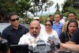 Gubernur Papua pun terkena dampak penundaan pencoblosan karena logistik telat datang