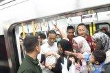 Masyarakat antusiasme beri ucapan selamat kepada Jokowi