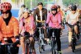 Ganjar-Atikoh dan ratusan pesepeda tebar kedamaian