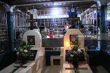Umat Kristiani bermalam di makam rayakan Paskah