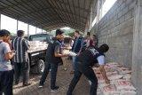 ACT-MRI bagikan 330 paket beras di TPA Jatibarang Semarang