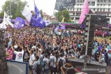 Ribuan pemuda-remaja hadiri Perayaan Paskah GMIM kendati diguyur hujan