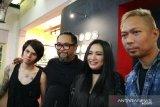 Band Cokelat takjub dengan peluncuran buku fotografi  Antara