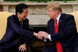 Donald Trump desak PM Jepang bangun lebih banyak kendaraan di Amerika Serikat