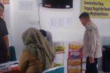 Sumbar serahkan 1,03 ton rendang untuk korban bencana banjir Bengkulu