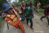 Evakuasi jenazah korban banjir bandang