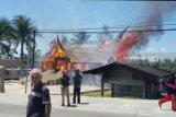 Kantor KAN Nagari Talang bekas tempat penyimpanan sebagian logistik pemilu terbakar