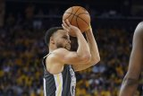 Curry siap turun pada Game 3 walaupun jari terkilir
