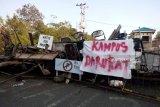 Ratusan mahasiswa UMRAH Tanjungpinang blokade jalan kampus