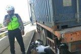 Polisi ini cegah kecelakaan lalu-lintas dengan relakan motor dinasnya