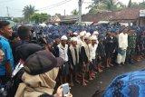 Masyarakat Baduy hendak jalan menuju pendopo pemjab Lebak dilepas oleh sekmmat Leuwidamar