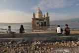 Ngabuburit di masjid terapung