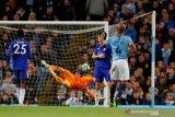 Gol Kompany bawa City tundukkan Leicester dan puncaki klasemen