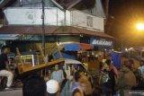 Puluhan pemuda Pariaman tertibkan etalase PKL gunakan fasilitas umum (Video)