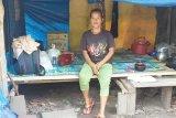 Mariyani Sabran bantu seorang perempuan penderita kanker payudara di Kobar