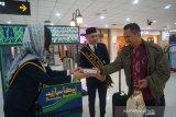 Bandara Sam Ratulangi Manado bagikan takjil gratis