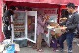Kreatif, kulkas takjil gratis 24 jam di Medan