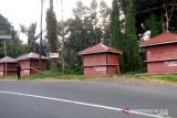 Kios kuliner di objek wisata Gunung Potong terbengkalai