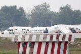 Pilot Myanmar daratkan pesawat selamat meski tanpa roda depan