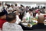 Gubernur Sulawesi Selatan buka puasa bersama unsur pers