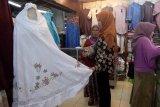 Mukena dan Baju Muslim jadi incaran di Pasar Raya Padang