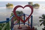 Indahnya berswafoto panorama laut di Pantai Raja Tiga Biak Papua