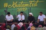 Ketua Pengurus Harian Dewan Masjid Indonesia (DMI), Sofyan Djalil (kedua kiri) yang juga Menteri Agraria dan Tata Ruang didampingi ustadz Taqy Malik (kedua kanan) memberikan sambutan saat pembukaan Khatam Festival di Masjid Raya Baiturrahman, Banda Aceh, Selasa (14/5/2019). Khatam Festival yang digelar di enam kota, salah satunya di Aceh melibatkan ratusan remaja muda masjid dan santri itu berlangsung sehari itu dalam rangka mengisi ibadah bulan ramadhan dan mewujudkan wadah ekonoimi keumatan berbasis masjid. (Antara Aceh/Ampelsa)