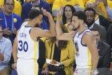 Curry komandoi Warriors gasak gim pertama final Barat