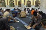 Masjid Raya Magat Sari Jambi sediakan takjil nasi minyak