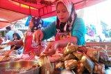 Katupek gulai tunjang, makanan favorit warga Pariaman saat berbuka (video)