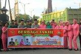 TNI-Polri di Kotim kompak bagikan takjil